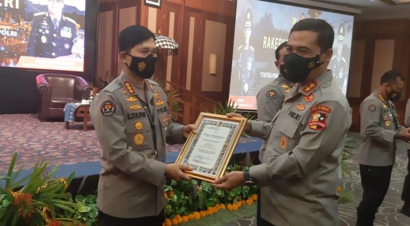 Kabid Humas Polda Sulsel Raih Penghargaan Humas Terbaik I Se-Indonesia