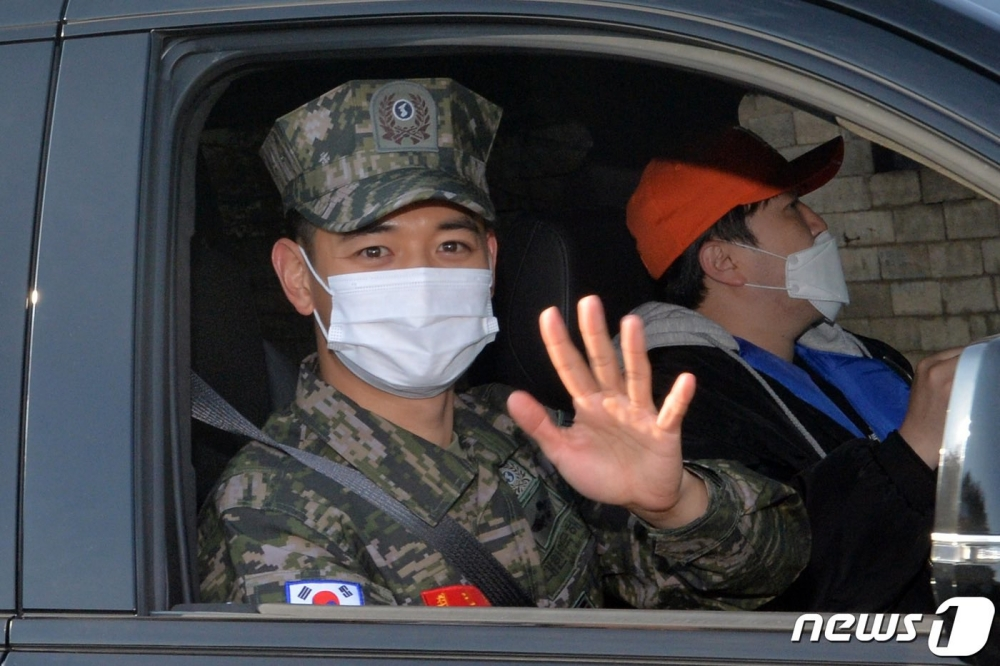 SHINee's Minho Officially Completes Military Service, Welcome Back!