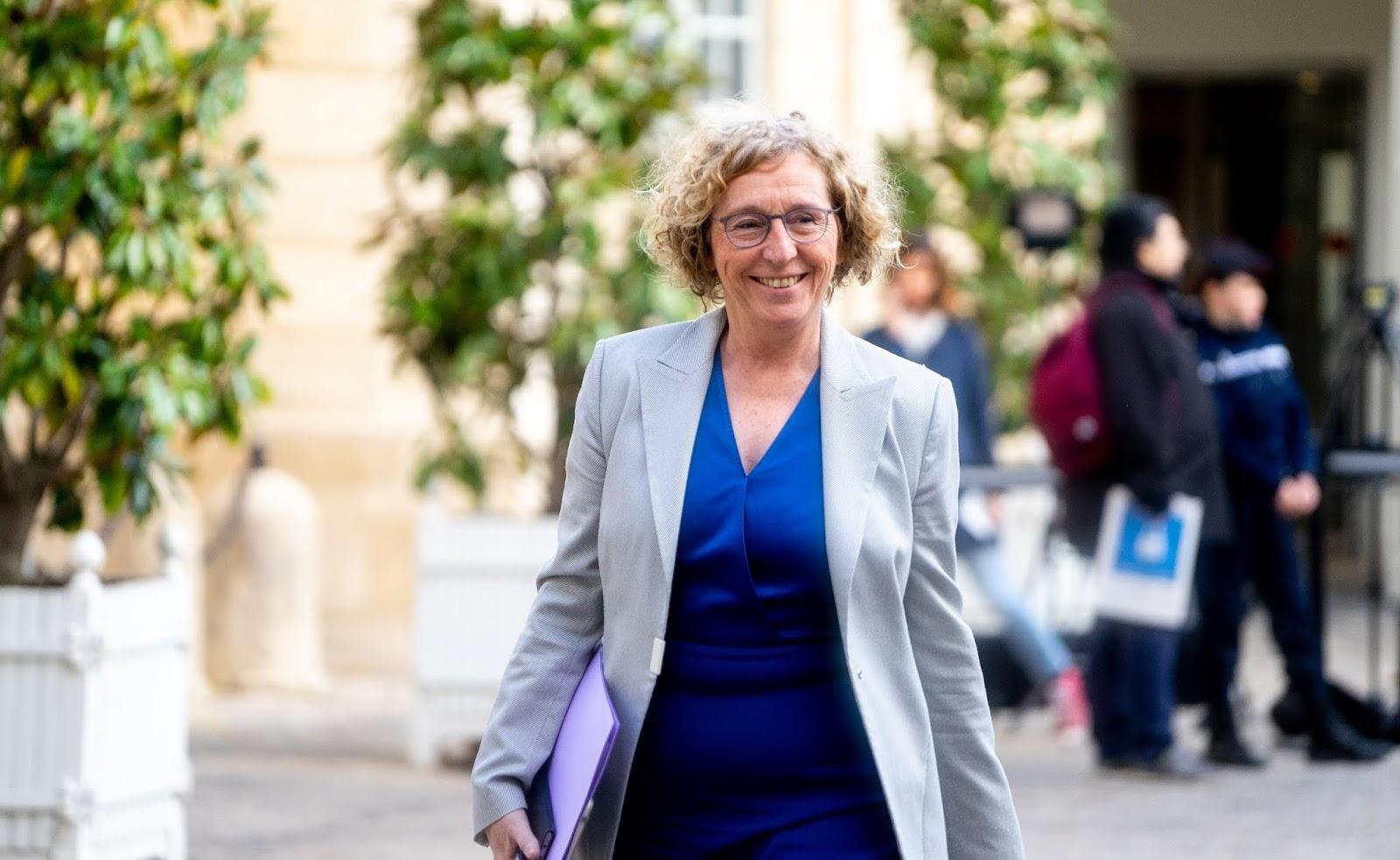 """""""Alerte rouge"""": le ministère du Travail charge 800 entreprises françaises en """"gros retard"""" sur l'égalité femmes-hommes"""