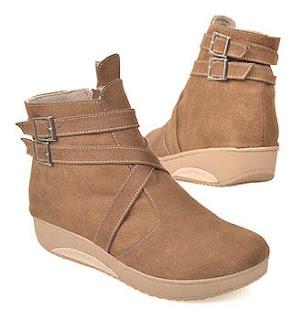 Sepatu booties style menjadi model pilihan untuk dipakai ke kampus