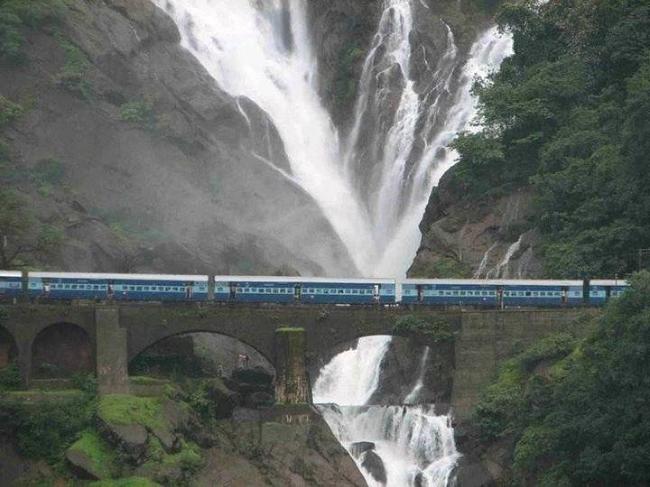 Cascada Dudhsagar din India