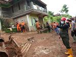 Gubernur Jawa Barat  Ridwan Kamil Tinjau Lokasi Longsor di Desa Cihanjuang