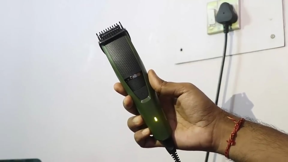 Phillips BT3211 beard trimmer for corded-use.