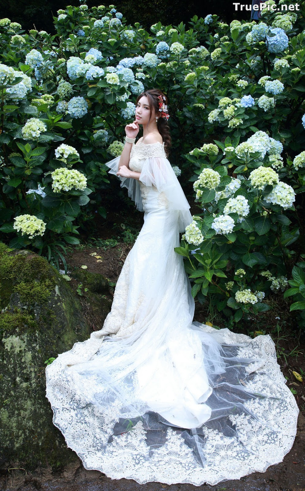 Image Taiwanese Model - 張倫甄 - Beautiful Bride and Hydrangea Flowers - TruePic.net - Picture-4