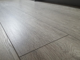 Light reflecting grey kitchen flooring