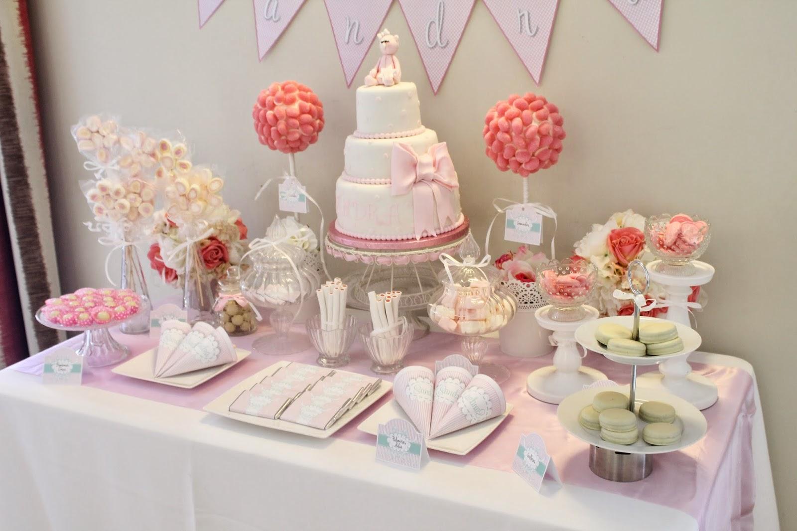 28 ideas para decorar mesas de dulces de todo tipo for Mesa de dulces para bautizo de nina