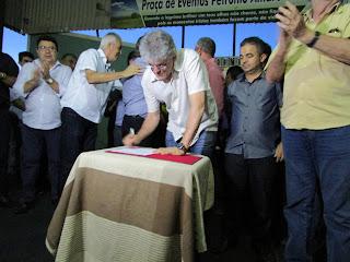 Em visita a região, Governador assina ordem de serviço do Sistema de abastecimento de água de Baraúna
