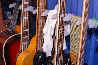 普段から HOSCO KCL-WS をギタースタンドに掛けておくと便利