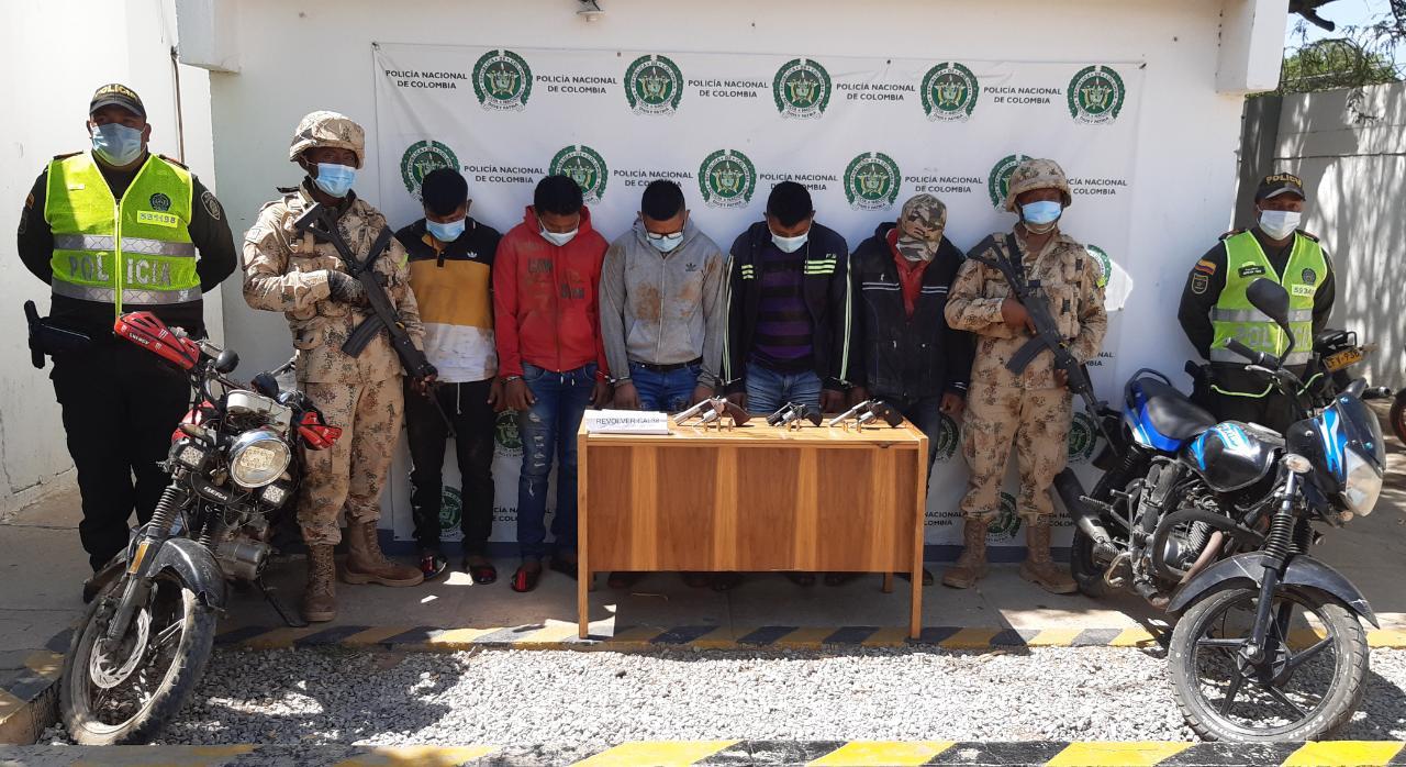 https://www.notasrosas.com/Policía Guajira y Ejército Nacional capturaron cinco personas por Porte Ilegal de Armas de Fuego