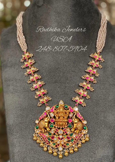 Simple Kundan Set by Radhika Jewellers