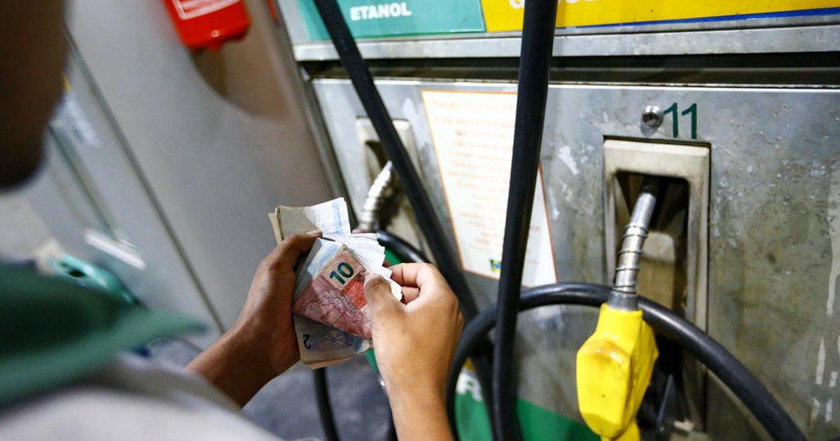 Gasolina pesa e inflação oficial fica em 0,87% em agosto, maior taxa para o mês desde 2000