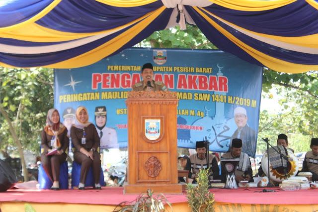 Sekda Pesibar Hadiri Pengajian Akbar Dalam Rangka Peringatan Maulid Nabi Muhammad SAW di Pantai Labuhan Jukung