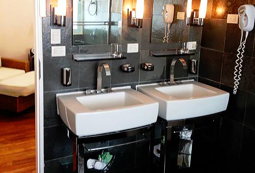 very nice hotel bathroom wih twin sinks