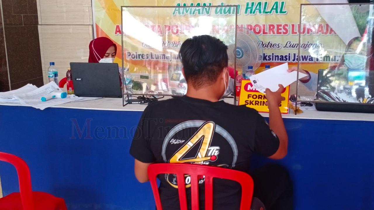 Awak Media Turut Jalani Vaksinisasi di Polres Lumajang