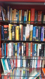 Innenansicht des Bücherschranks