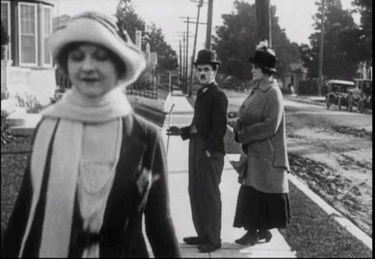 Antigua foto de Chaplin revela que es el novio distraído