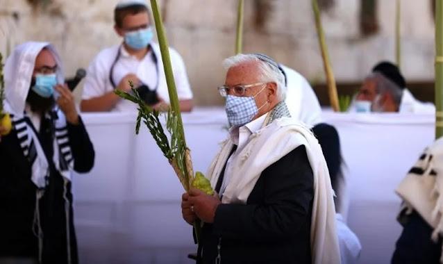 """Tradicional """"bênção"""" é realizada por descendentes dos sacerdotes do Templo de Jerusalém"""