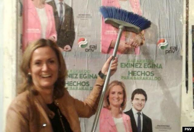 Pegada de carteles para iniciar la campaña electoral de 2015