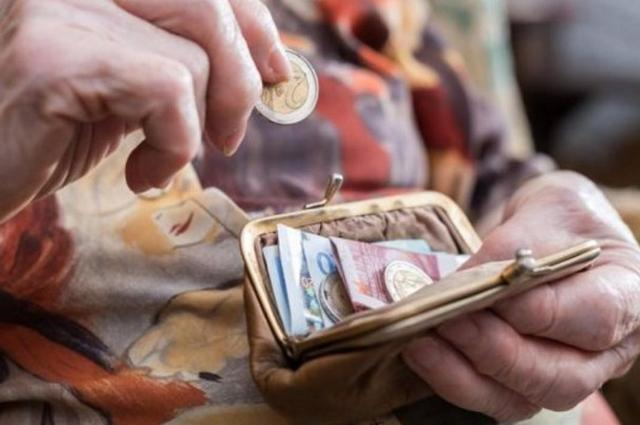 Οριστικά τέλος η 13η σύνταξη – Στα 500 ευρώ οι απώλειες (περικοπές) για τους χαμηλοσυνταξιούχους