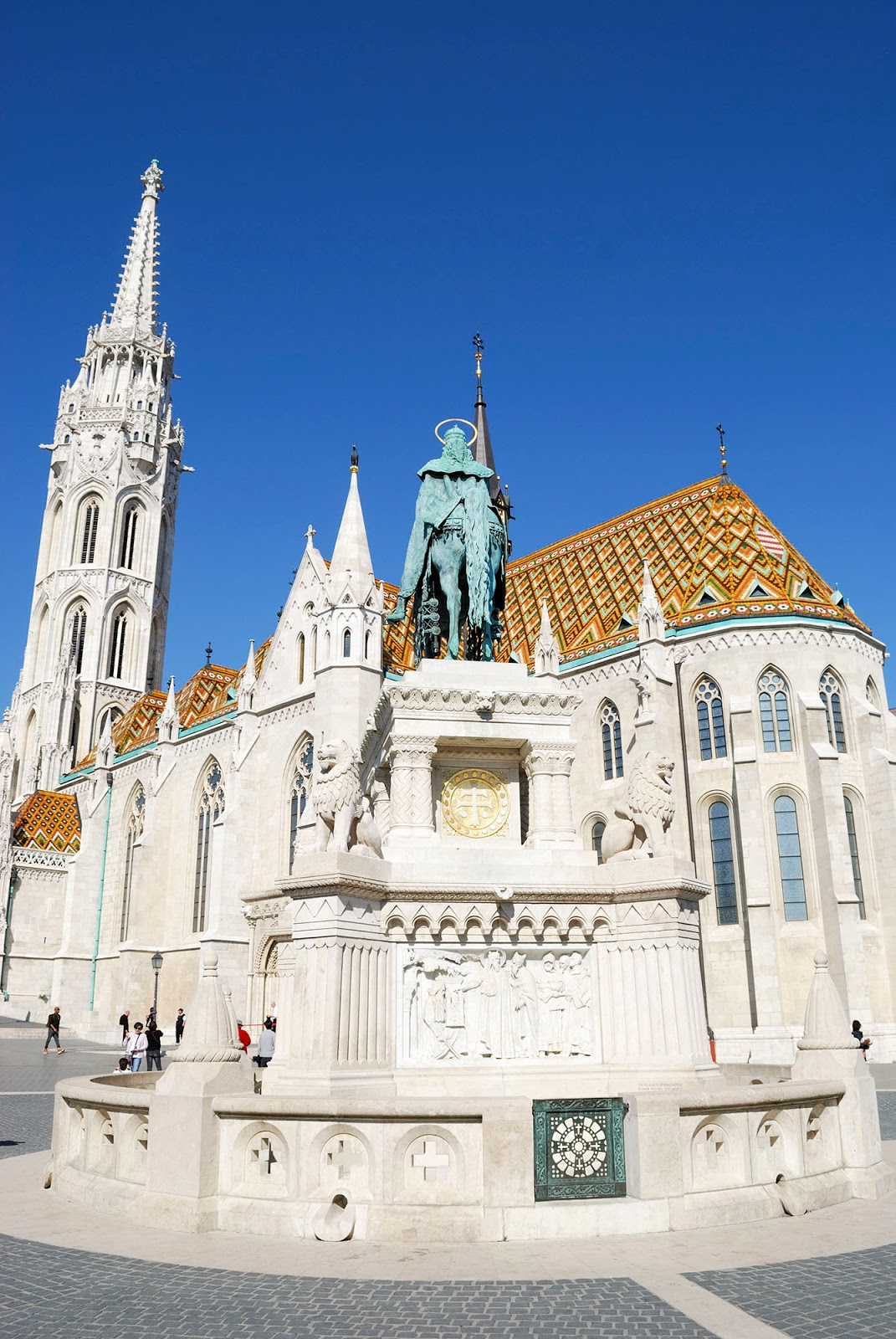 budapest guide itinerary matthias catholic church sights landmarks hungary