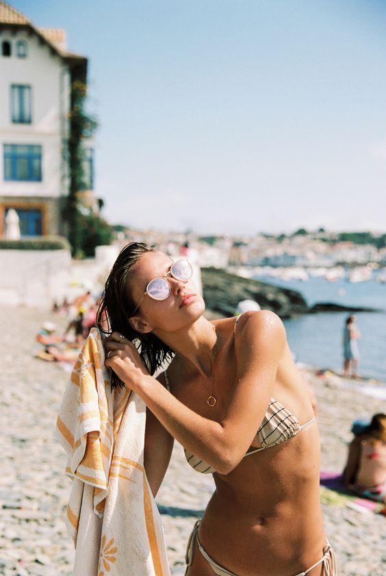 Πώς να Προστατέψετε τα Μαλλιά σας από τον Ήλιο και τη Θάλασσα