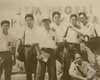 Foto Admin di depan STMN Purwakarta tahun 1996