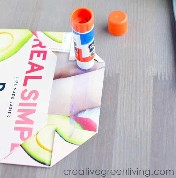 how to make a paper envelope out of magazine pages