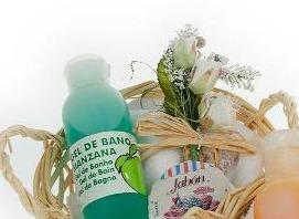 cesta mimbre baño aroma manzana como detalle de boda para mujeres
