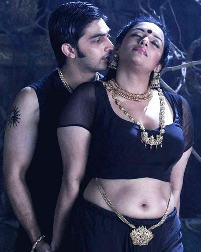 Malayalam actress manka mahesh with her lover mms scandal - 2 7