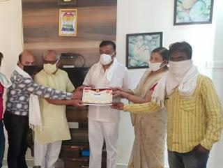 गांधी गंज व्यवसायी संजय जैन हुए मानव सेवा के लिए सम्मानित