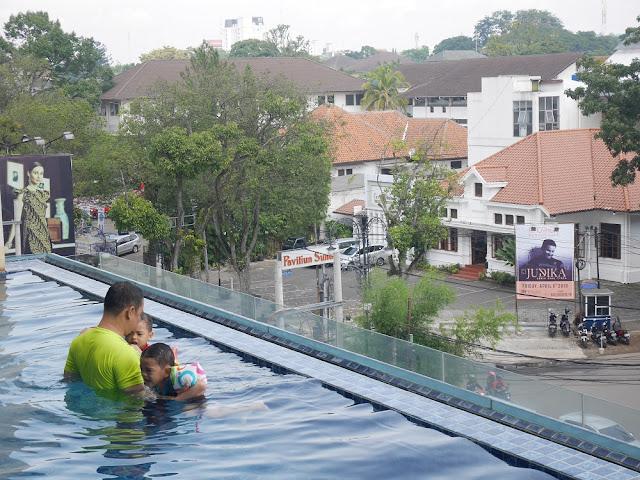 Pool di Hotel De Paviljoen Bandung