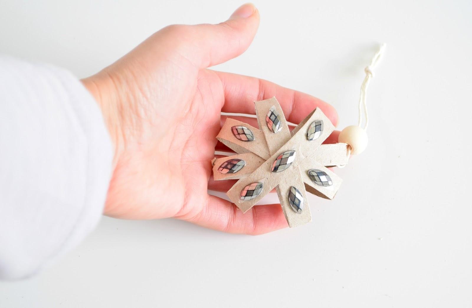 Sposób na papierowe bombki