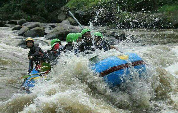 Utie Adnu Rafting Di Sungai Elo Magelang