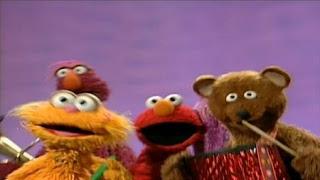 Elmo, Zoe, Telly Monster, a Honker, and Baby Bear sing Be Doodle Dee Dum. Sesame Street The Best of Elmo 2