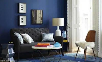 Warna biru navy pada ruangan