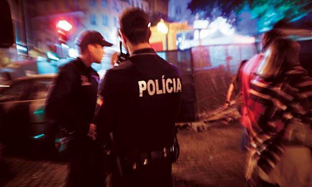 Arruaceiro faz desacatos e agride polícia