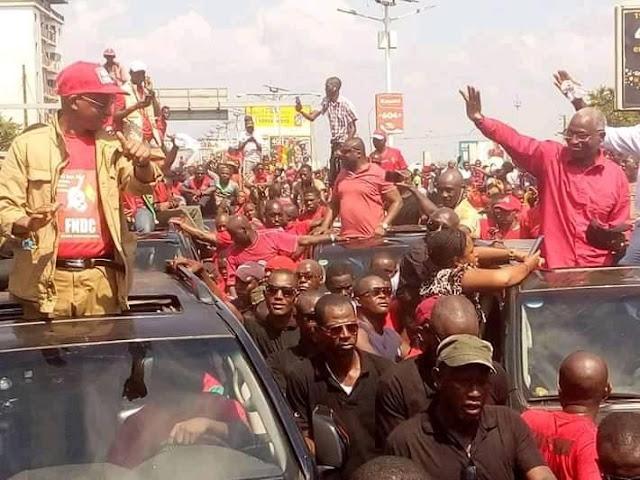 Guinée, Manifestation du FNDC  quand Bah Oury et Cellou Dalein se saluent d'un geste amical et affectueux de la main