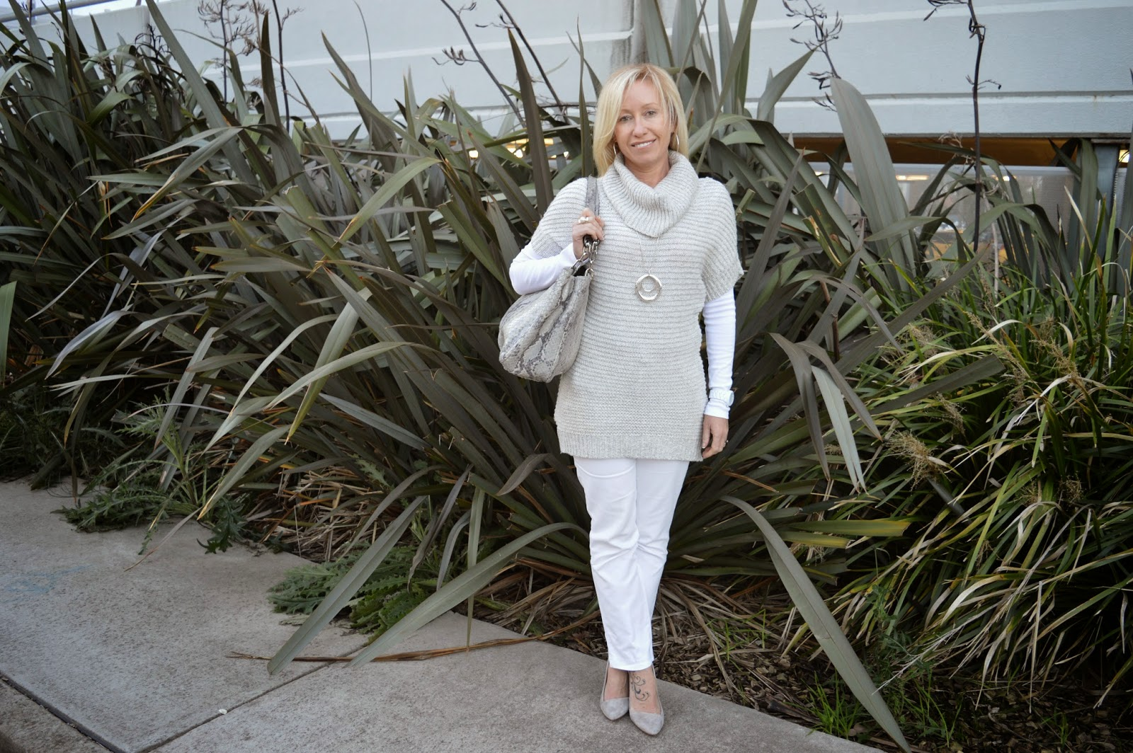 white pants, grey sweater, grey suede pumps, grey tote