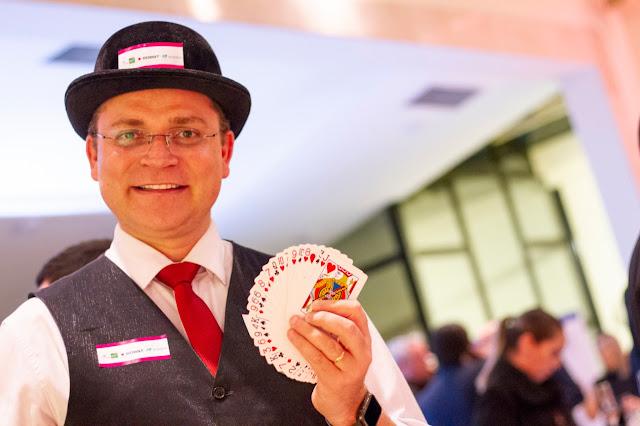 Show de mágica personalizada para empresas, marcas e eventos.