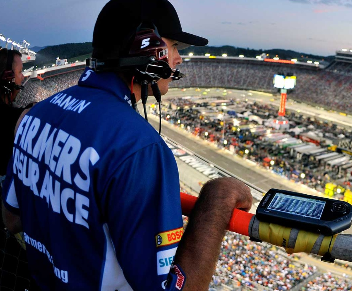 How much NASCAR Spotter get paid 2018