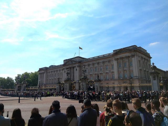 Zmiana warty pod Buckingham Palace