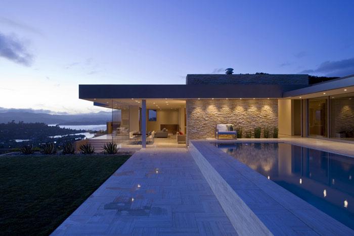 Casas minimalistas y modernas casa moderna en la bahia de for Casa minimalista 300m2