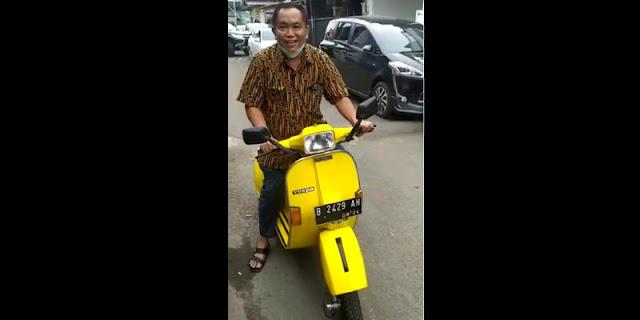 Nyentrik, Arief Poyuono Tunggangi Vespa Kuning Berplat B 2429 AH saat Ucapkan Milad Airlangga Hartarto