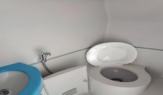 vé xe Fansipan express- vệ sinh trên xe sạch sẽ