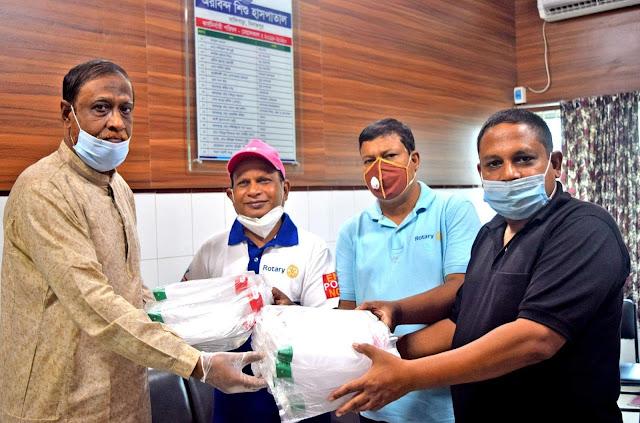 দিনাজপুরে অরবিন্দ শিশু হাসপাতালে রোটারী ক্লাবের স্বাস্থ্য সুরক্ষা সামগ্রী প্রদান