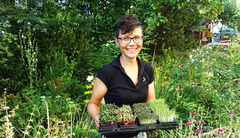 Barbara Schmid et ses plantules