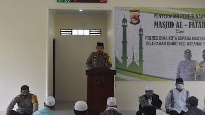 Kapolres Bima Kota AKBP Haryo Tejo Wicaksono saat memberikan sambutan di sela serah terima Masjid Al-Fatah