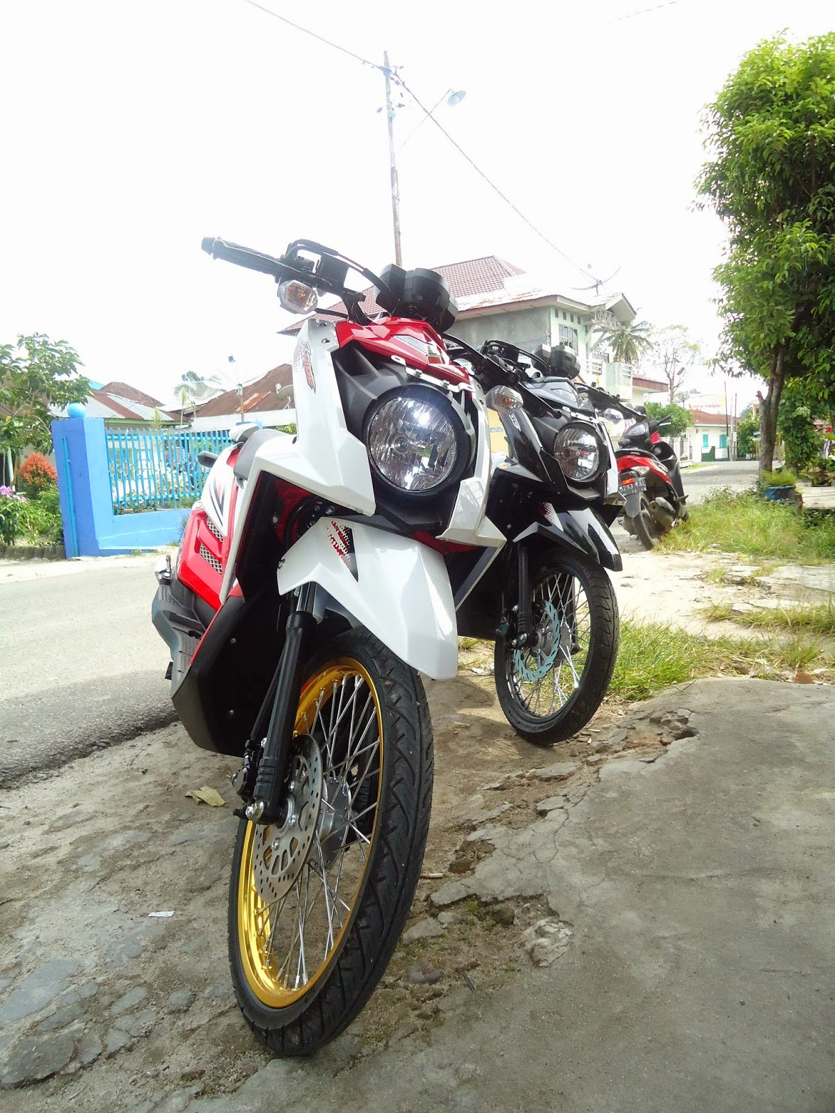 Download Kumpulan 98 Modifikasi Motor Matik Ring 17 Terbaik