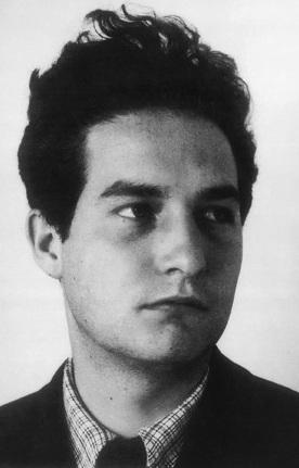 Foto de Octavio Paz con el cabello parado