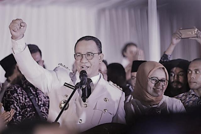 Gubernur DKI Jakarta ANies Baswedan saat menyampaikan pidato usai serah terima jabatan di Balai Kota